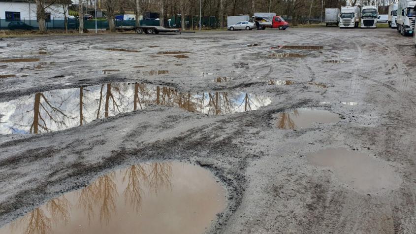 Příbram chce rozšířit parkovací plochy v dalších osmi lokalitách. Do výběrového řízení se však nikdo nepřihlásil