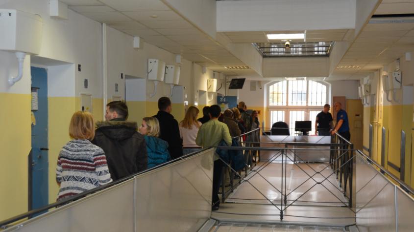 Věznice zavádí měření tělesné teploty všem osobám před vstupem do střežených objektů