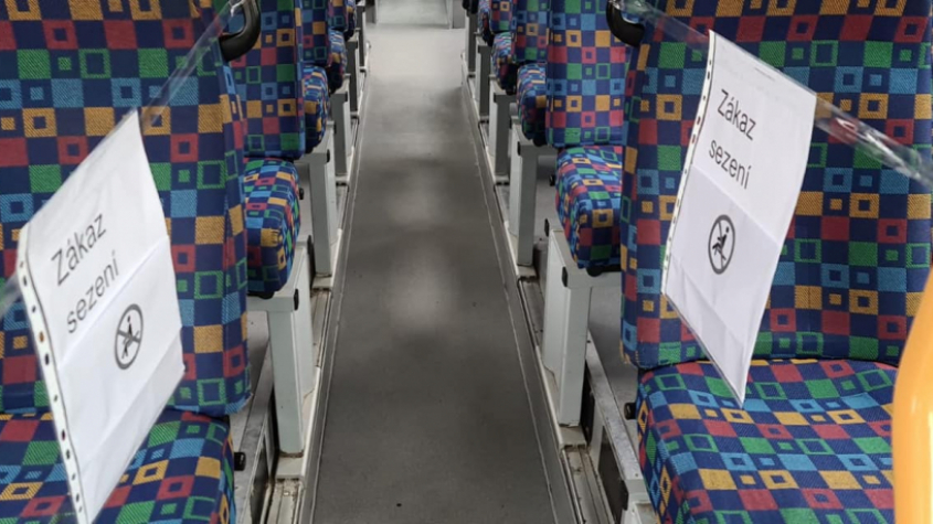 Dopravci chrání své řidiče, zakazují sezení na předních sedačkách
