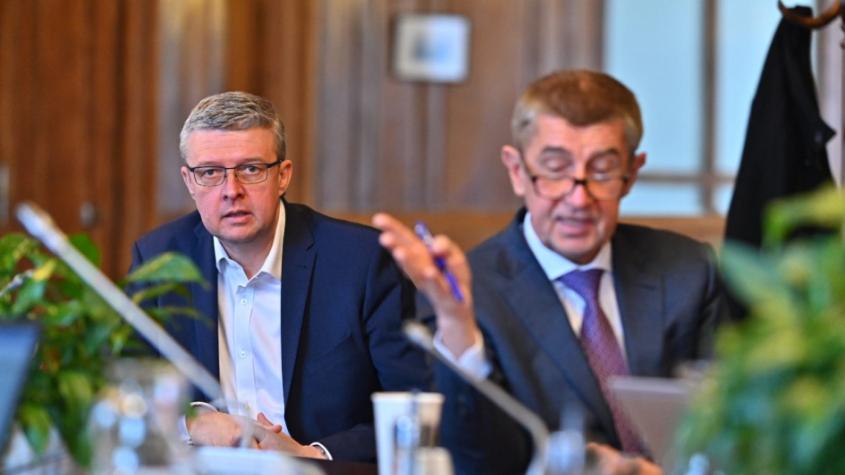 Vláda zakázala volný pohyb lidí po celé ČR, nakažených koronavirem je 298