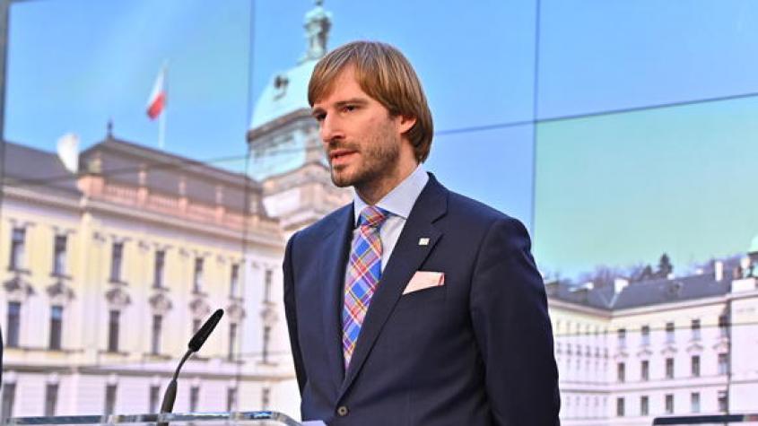 Vojtěch: Nekontrolované šíření covid-19 se v ČR podařilo zastavit