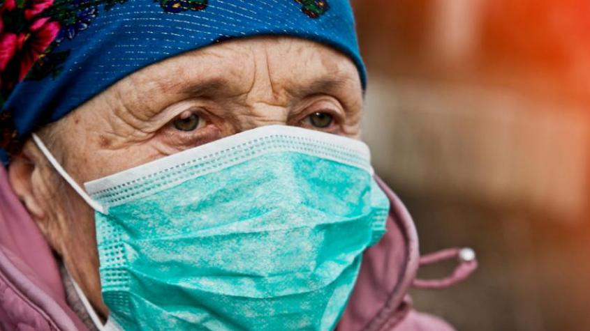 Největší podíl nakažených koronavirem připadá v Česku na lidi ve věku nad 65 let