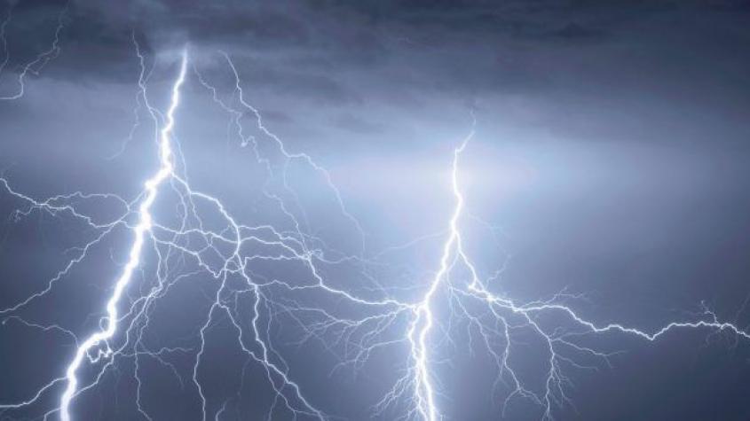 Teplé počasí utnou silné bouřky, hrozí krupobití
