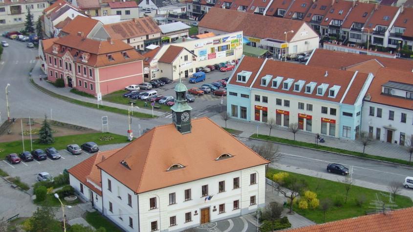 Počet potvrzených případů nákazy koronavirem v Česku stoupl na 6151.  V Dobříši byl zaznamenán další nakažený pacient