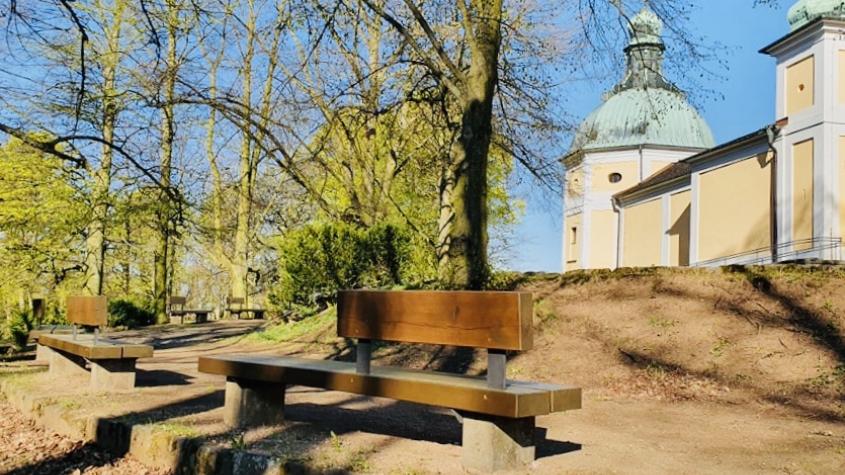 U Svaté Hory zpříjemní posezení nové lavičky