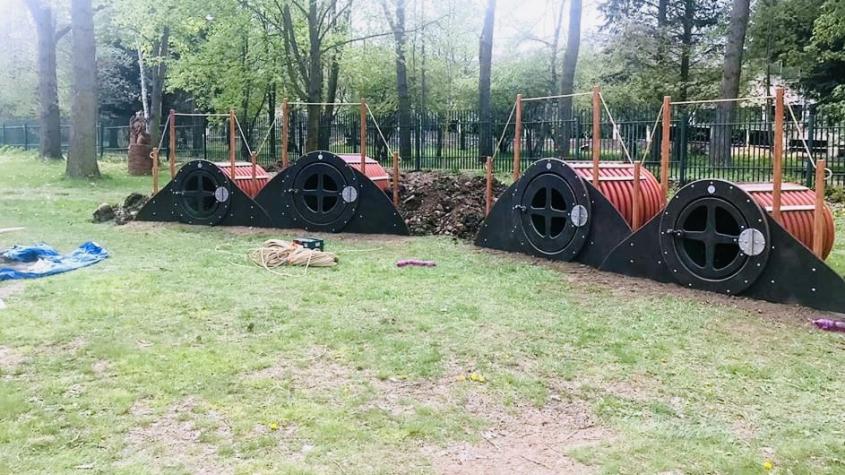 Na Nováku roste Hobití vesnička. Pomůže dětem v největších vedrech najít skrýš před sluncem