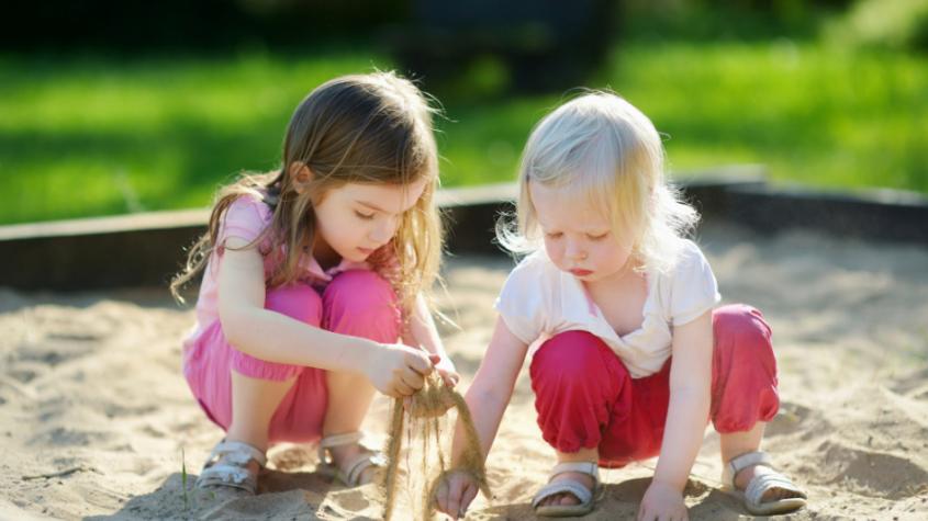 Ve skupinách nebudou muset nosit roušky děti od dvou do sedmi let