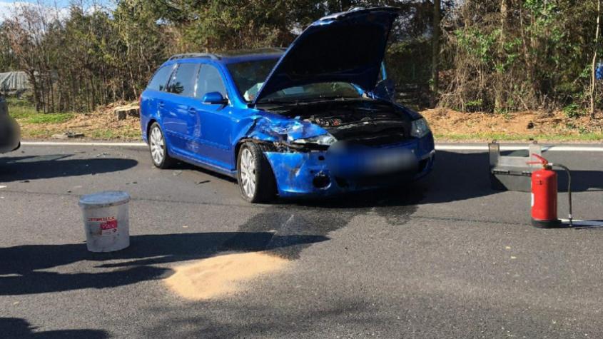 Policisté pátrají po řidiči, který po nehodě z místa utekl