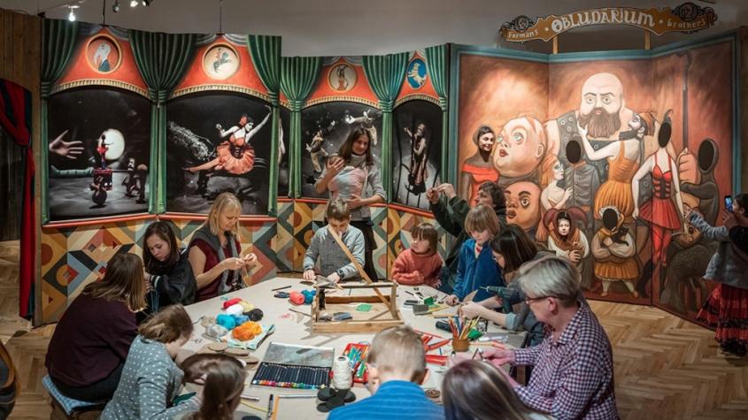 Výstava Imaginárium Divadla bratří Formanů v Galerii Františka Drtikola je prodloužena