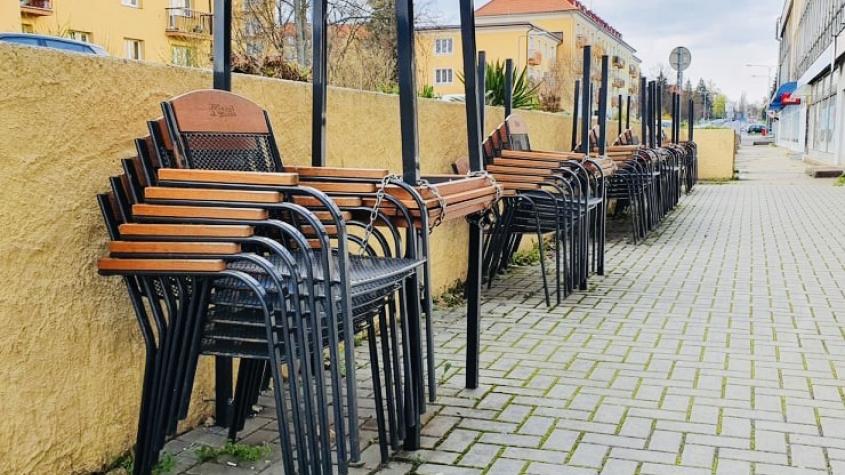 Nastává největší vlna uvolňování omezení, částečně otevřou i restaurace