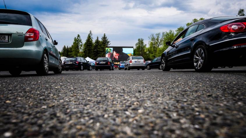 Autokino v Příbrami zahájilo úspěšně a o víkendu promítá i pro děti