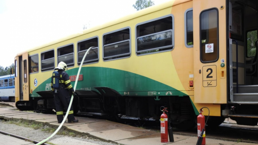 Na příbramském nádraží hoří vlak, škoda se vyšplhala na milion korun