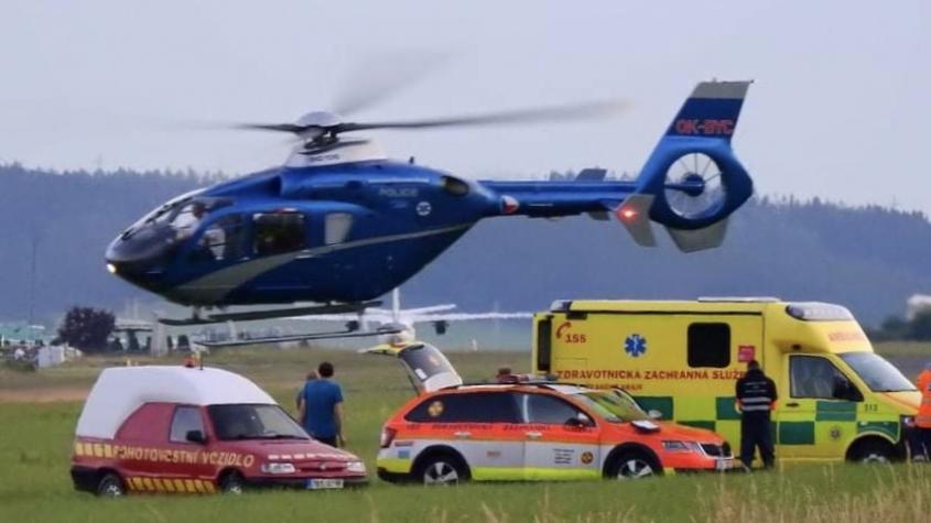Parašutista se vážně zranil při seskoku na letišti v Dlouhé Lhotě, na pomoc spěchal vrtulník