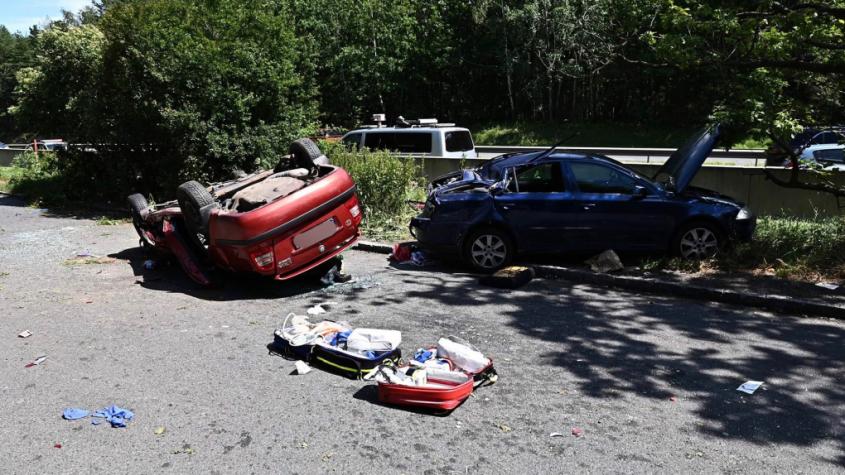 Jednasedmdesátiletý řidič narazil do svodidel a vylétl mimo dálnici, na pomoc vzlétl vrtulník