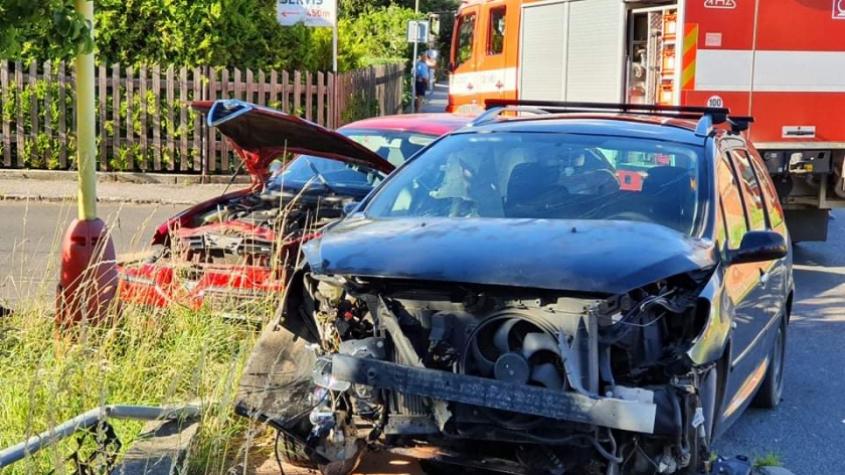 Opilý řidič smetl na výjezdu z Příbrami projíždějící auto. Ženu s dítětem převezla sanitka do nemocnice