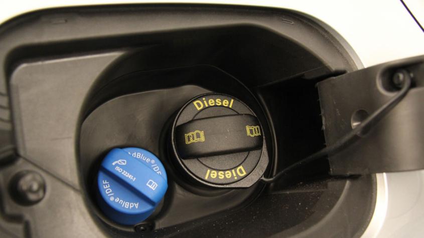 Stát připravuje snížení spotřební daně za naftu, možná až o 2 Kč