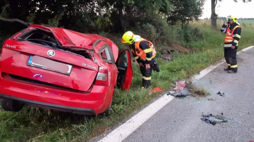 Řidič u Rožmitálu vylétl ze silnice a zdemoloval Octavii