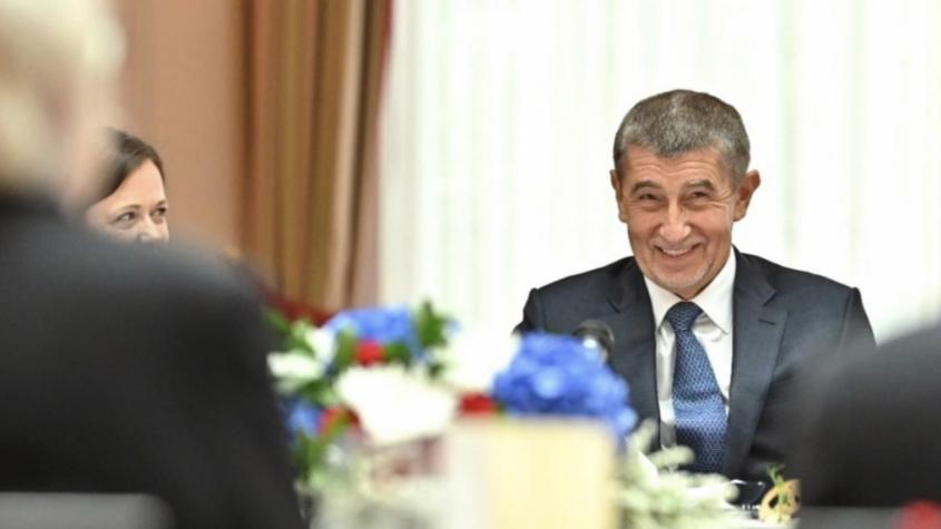 ANO si v průzkumech dál udržuje pozici suverénně nejsilnějšího uskupení na české politické scéně