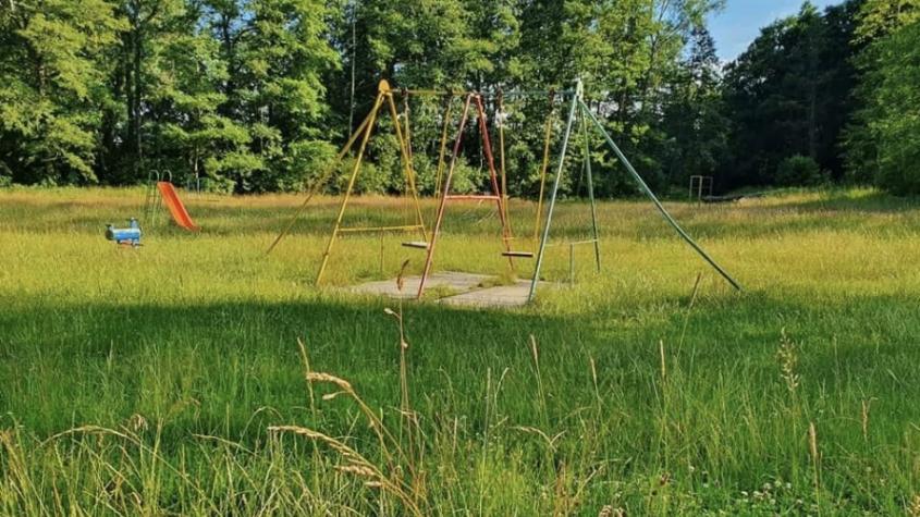 Dětské hřiště v lesoparku se stalo terčem kritiky
