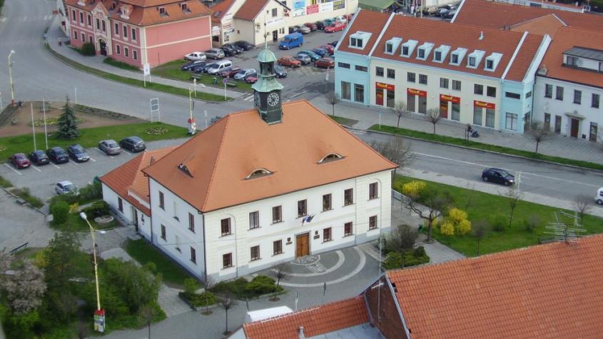 Město Dobříš se vyjádřilo k  pokutě od ÚOHS, část viny podle něj nese bývalý jednatel společnosti Dokas