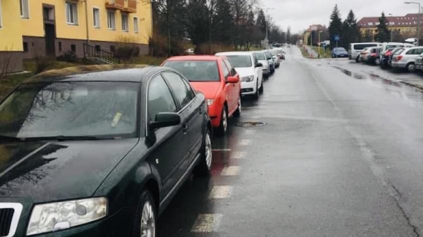 Parkování v Příbrami získává jasné obrysy, město slibuje zvýšit dostupnost míst