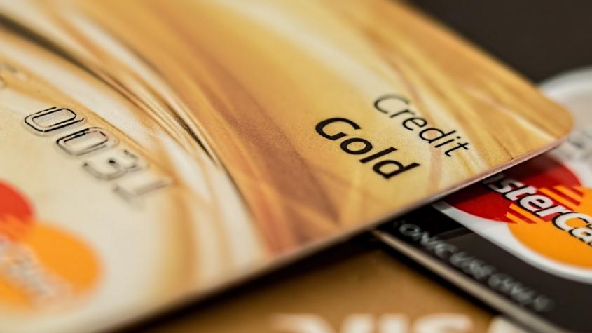 Česká spořitelna svým klientům v sobotu odpoledne chybně účtovala některé platby kartou dvakrát