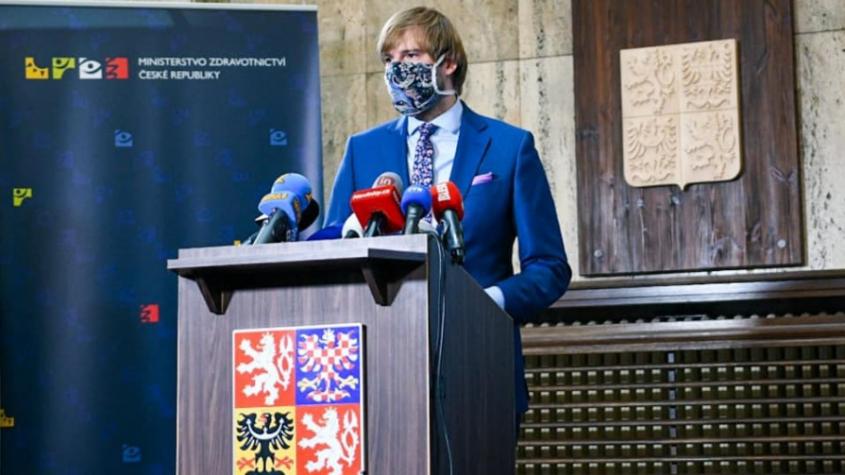 Česko zavádí virový semafor, červená zatím nehrozí