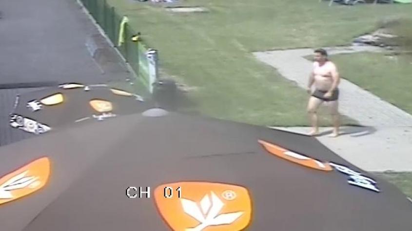 Policisté pátrají po muži, který vytáhl tonoucí holčičku na koupališti v Jincích