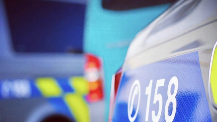 Zfetovaného řidiče pronásledovaly tři policejní hlídky. Jiný, namol opilý, ujížděl od nehody, policie hledá svědky