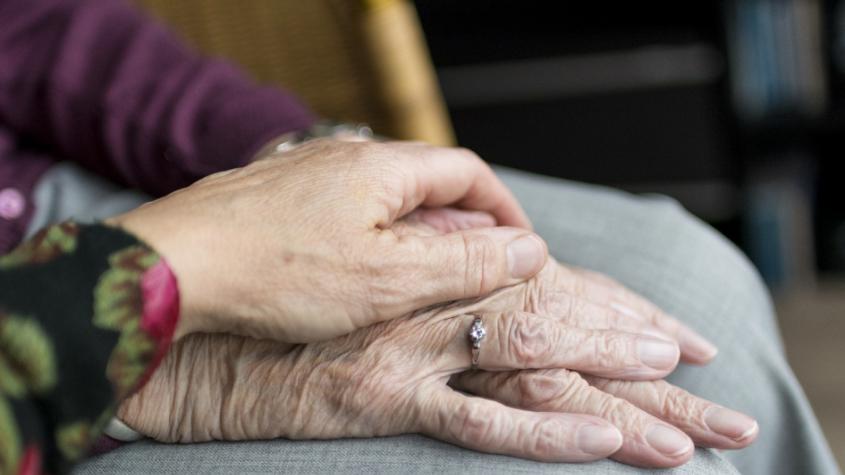 Sociální demokraté navrhují od ledna zvýšit důchody o 300 či o 400 korun víc, než nařizuje zákon