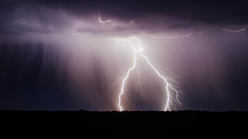 Meteorologové varují: Ženou se bouřky s přívalovými dešti