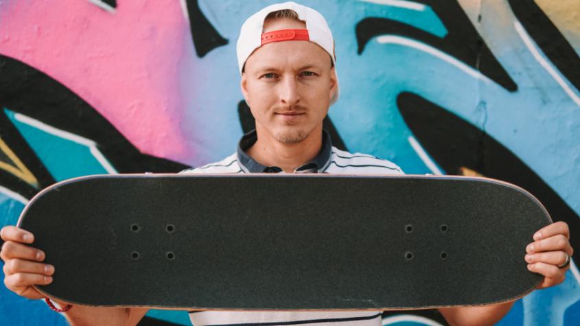 Špičkoví jezdci na skateboardu se předvedou v Příbrami