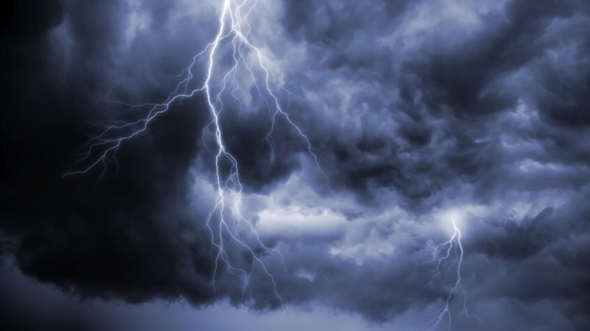 Česko se připravuje na další bouřky, které doprovodí přívalové deště s kroupami