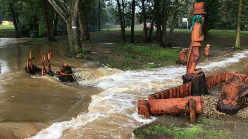 Proženou se další bouřky s přívalovými dešti a kroupami