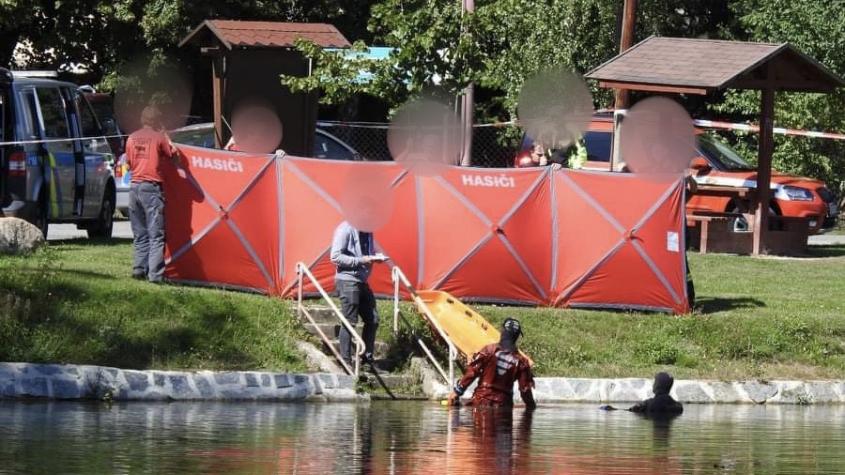 V Rožmitále byl nalezen utonulý muž, policisté okolí rybníka opáskovali