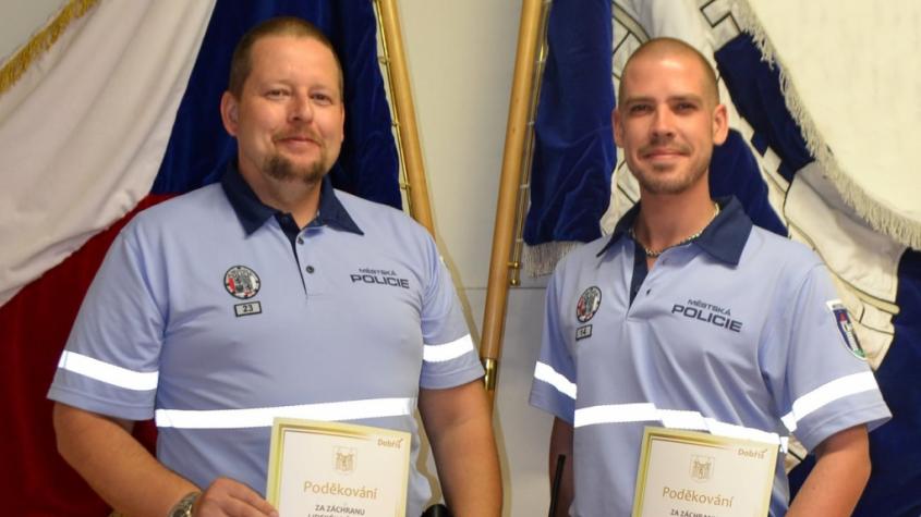 Městští strážníci v Dobříši zachránili lidský život