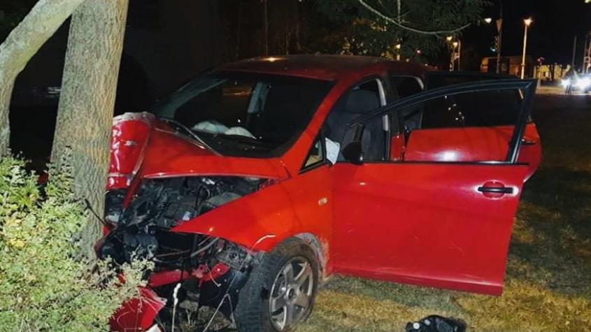 Opilý řidič zdemoloval auto o strom a utekl
