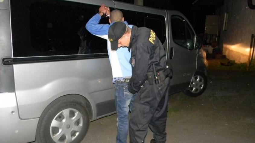 Lupič se vloupal do obytného auta. Při krádeži ho majitel zamkl, otevřela mu až policie