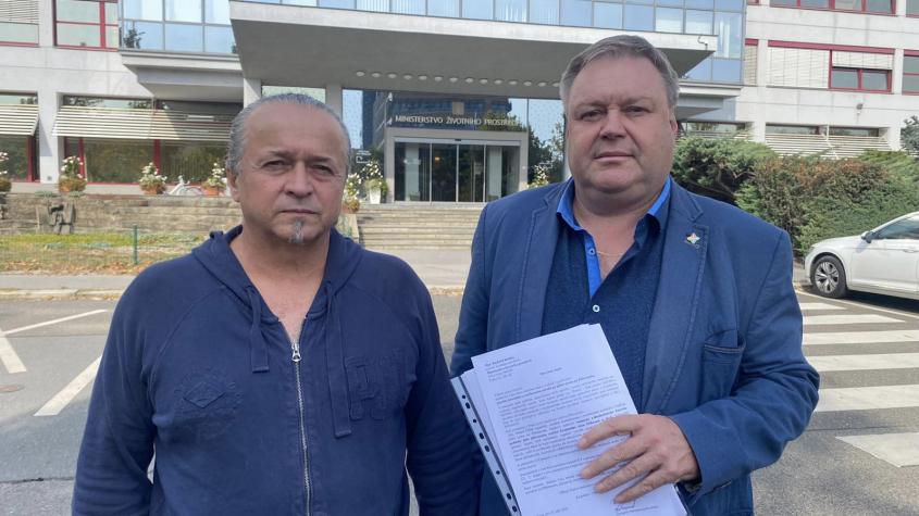 Odpůrci těžby uranových hald na Příbramsku předali MŽP petici. Plánujeme další protestní akce, řekl Kareš