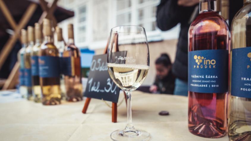 Víno a gastronomické lahůdky o víkendu neochutnáte. Akce se přesouvá na jaro