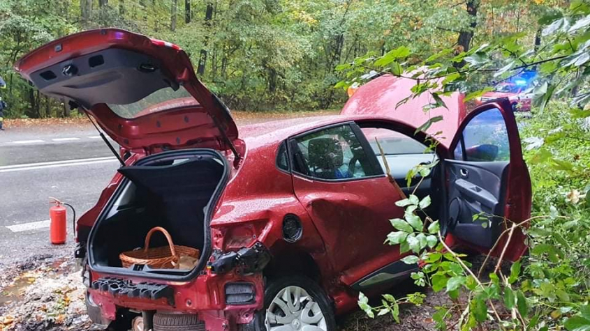 K dopravní nehodě u Obor spěchal vrtulník, tři zranění