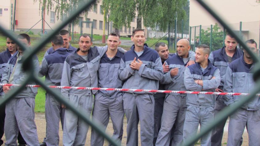 Od příštího pátku nebudou moci za vězni návštěvy