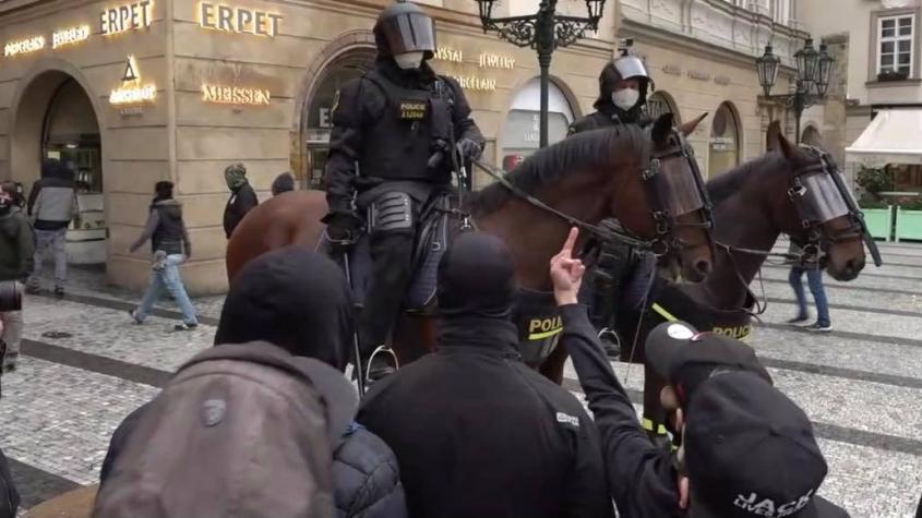 Policie nasadila proti demonstrantům v Praze vodní děla a slzný plyn