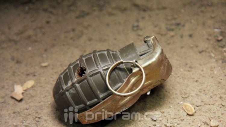 V Březnici nalezli pytel se dvěma granáty