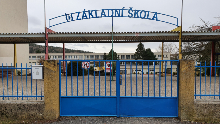 Vláda rozhodne o možném návratu žáků prvního stupně základních škol