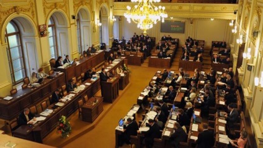 Senát schválil ošetřovné 70 pct, pro kraje chce 300 Kč na občana