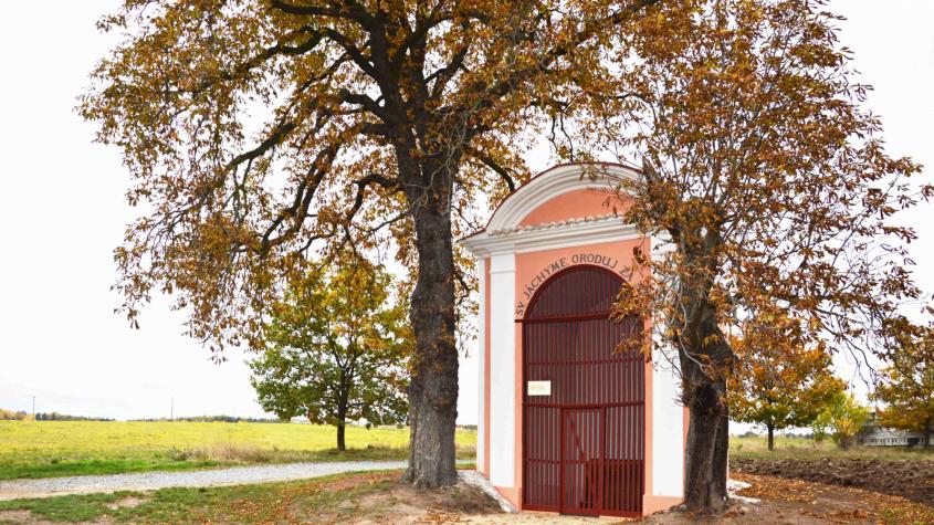 Kaplička sv. Jáchyma u Dobříše opět září krásou