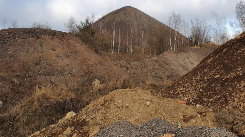 Hlušiny obsahují desítky tun radioaktivního smolince, říká bývalý horník, který v dolech fáral