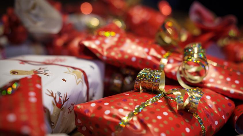 Průzkum: Lidé budou mít kvůli pandemii nižší vánoční výdaje