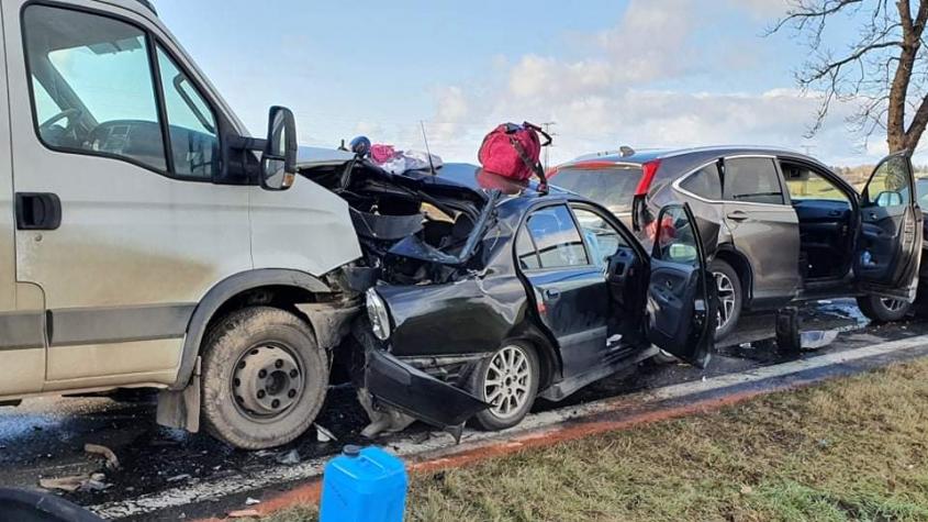 Hromadná nehoda uzavřela silnici I/4. Tři zranění, v místě přistál vrtulník